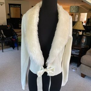 Faux fur collared tie front shrug off white (NWT)